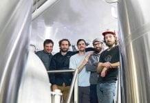 Sur la photo, de gauche à droite, une partie de l'équipe de brassage : Bastien Têtu, Guillaume Boulanger, Pierre-Yohan Soucy, Eric Morin et Paul-Mathieu Nicolaï.