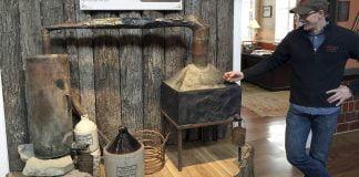 Alambic de Moonshine de la collection Bulleit à la distillerie Stitzel-Weller de Louisville, Kentucky.