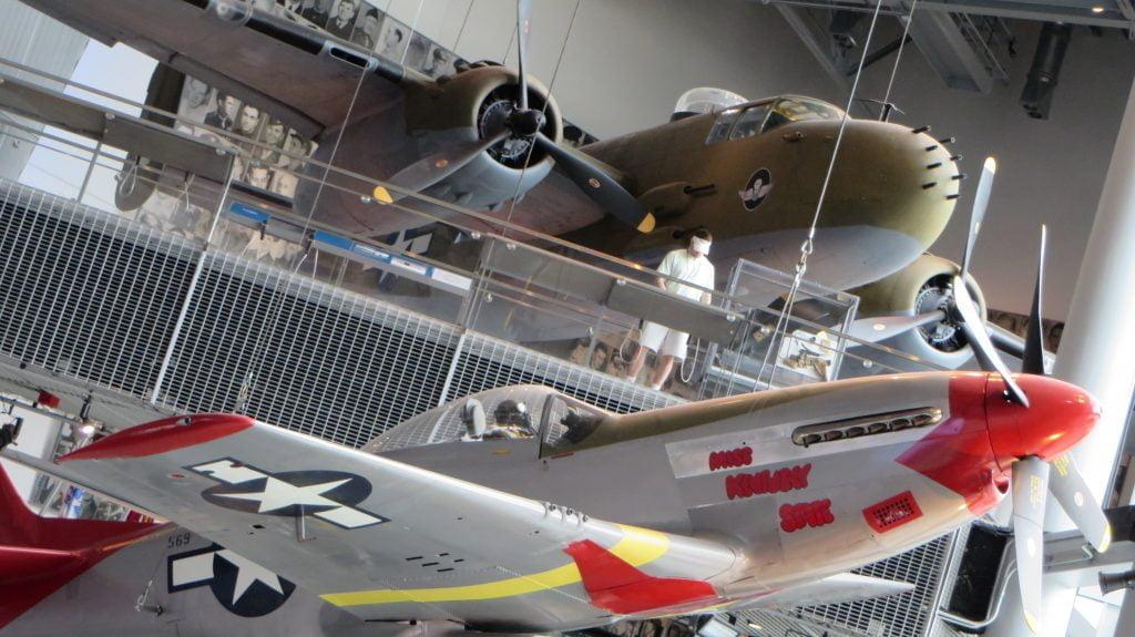 Deux avions de guerre au National WWII Museum